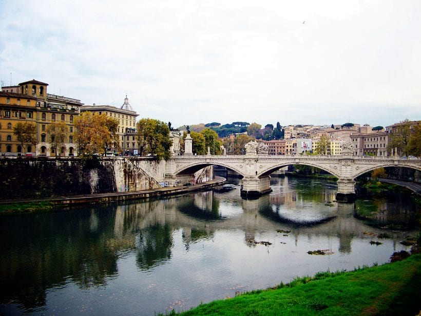 Bridge-connecting-2-sides-of-Rome