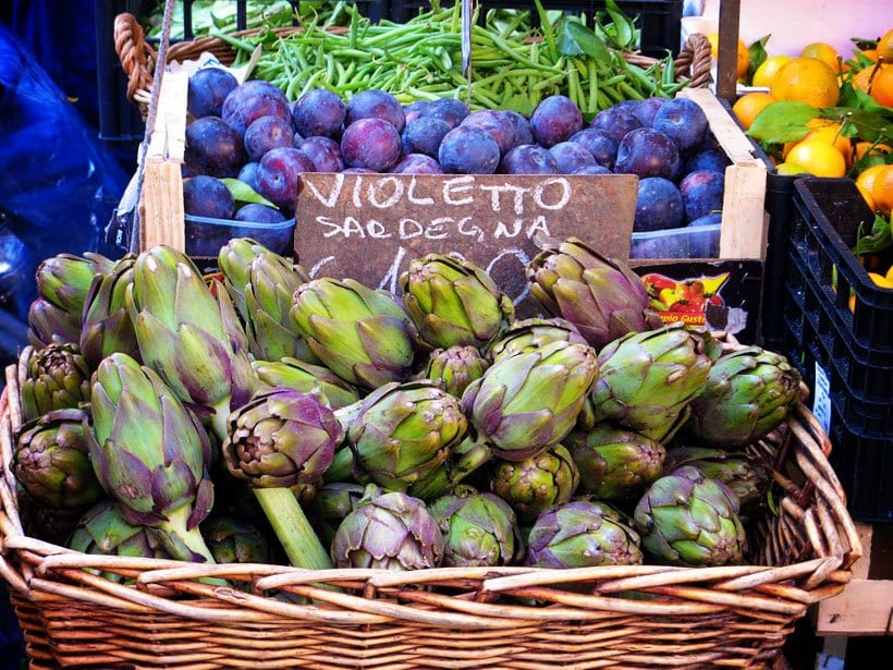 Fresh-artichokes-at-market-in-Campo-Fiori